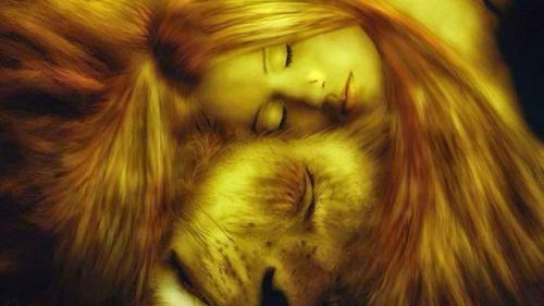 cropped-lion-and-woman-500x375